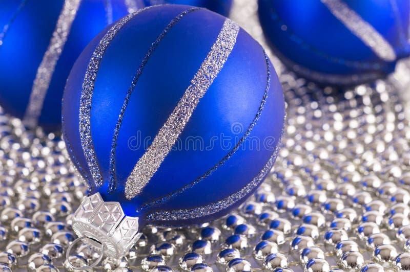 Boules de bleu de Noël Fond abstrait coloré images stock