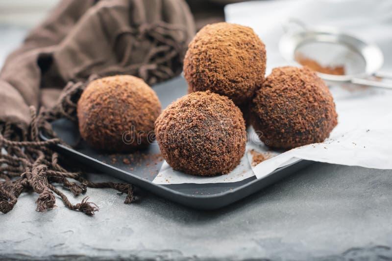 Boules de chocolat de rhum, truffe images libres de droits
