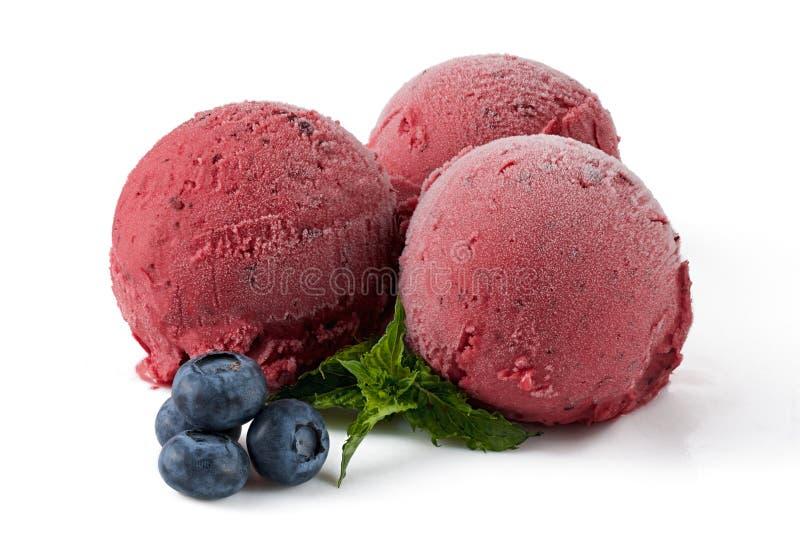 Boules de crème glacée de baie avec la myrtille image libre de droits