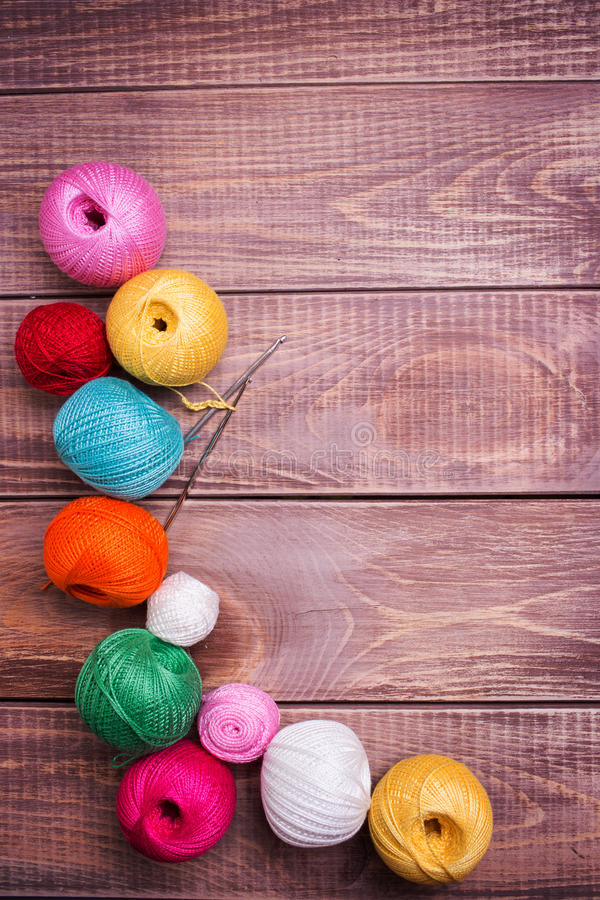 Boules de fil coloré photo stock