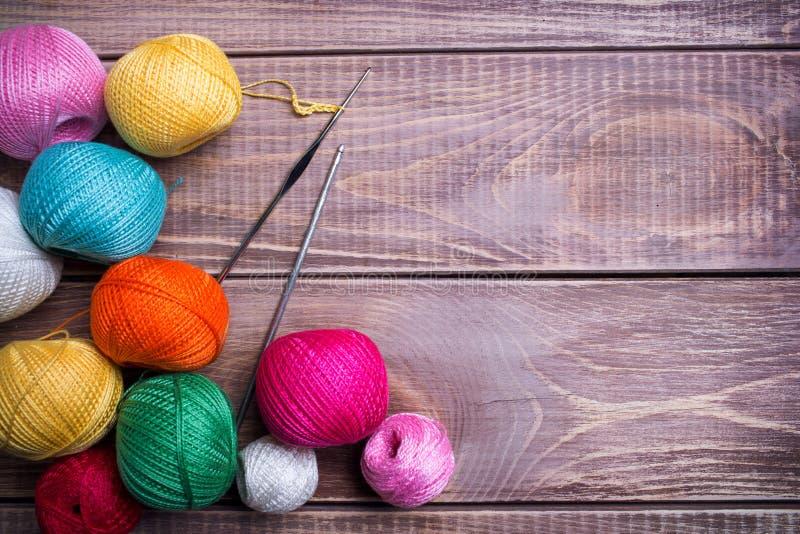 Boules de fil coloré photographie stock libre de droits
