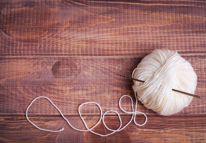 Boules de fil pour le tricotage photos libres de droits