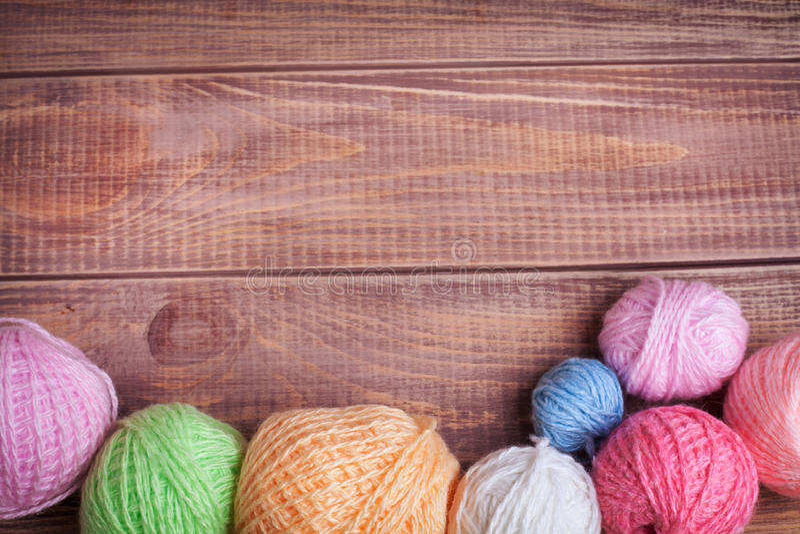 Boules de fil pour le tricotage photo stock