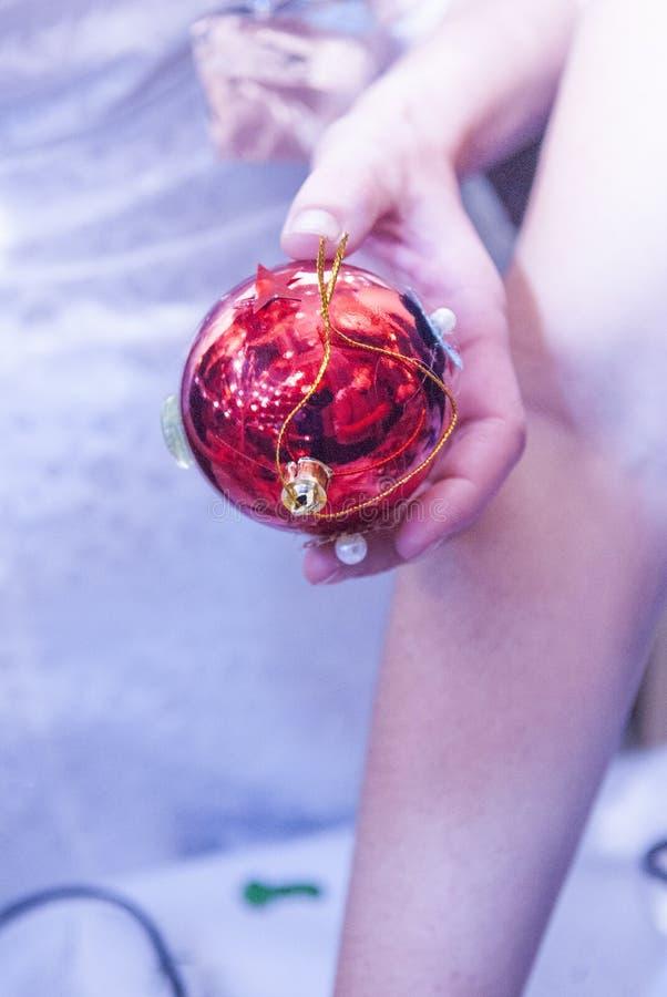 Boules de Noël au festival fait main à Moscou, Russie photographie stock libre de droits