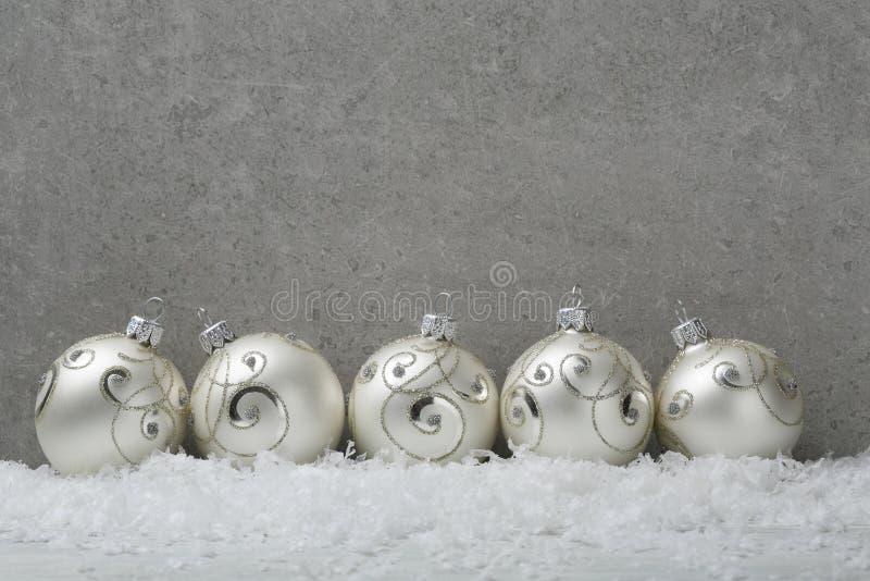 Download Boules De Noël Sur Le Fond Concret Image stock - Image du saison, concret: 77151087