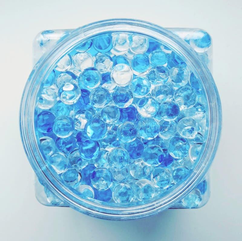 Boules de perles, blanches et bleues flairées d'arome photo libre de droits
