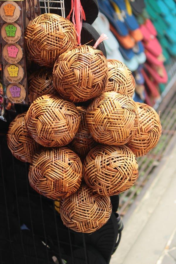 Boules en bois tissées photographie stock