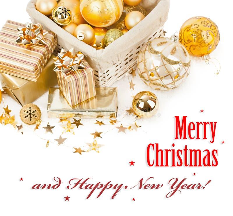 Boules et cadeaux de Noël photographie stock libre de droits