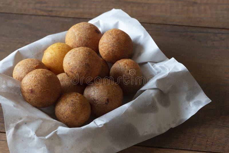 Boules frites thaïlandaises de patate douce d'un plat photo libre de droits