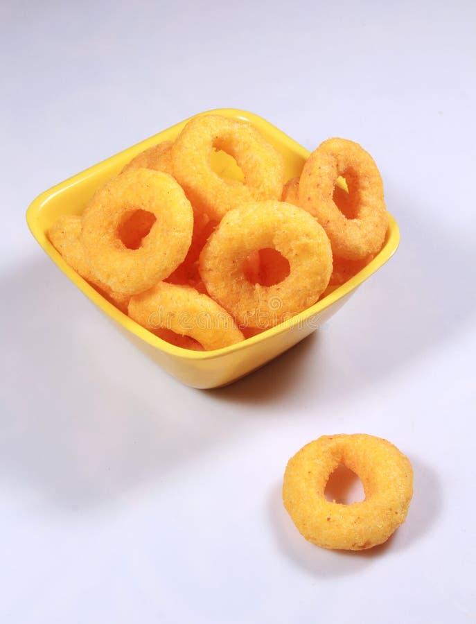 Boules gonflées de fromage dans une cuvette photo libre de droits