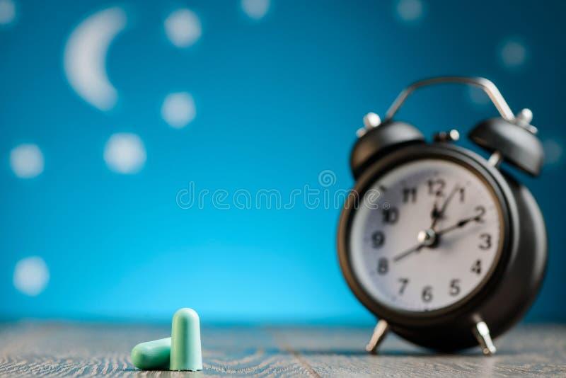 Boules quies et réveil photo stock