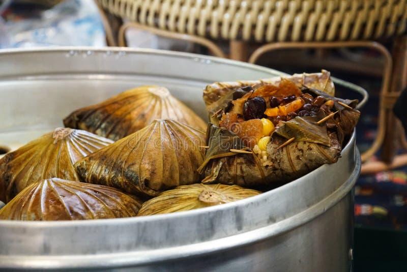 Boulette coulée de riz collant de feuille de lotus photo libre de droits