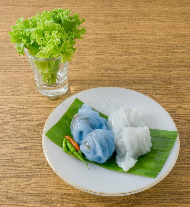 Boulette cuite à la vapeur thaïlandaise de peau de riz avec du porc haché photographie stock libre de droits