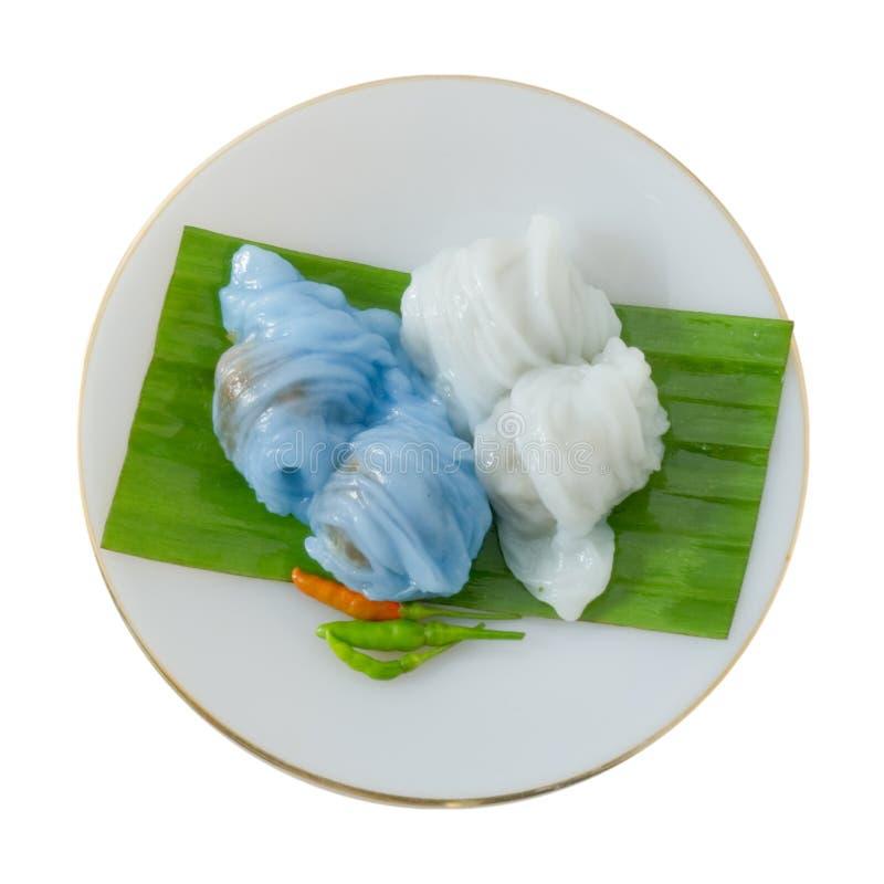 Boulette cuite à la vapeur thaïlandaise de peau de riz sur un fond blanc photo stock