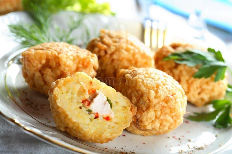 Boulette de viande effectuée à partir du poulet et du riz photos libres de droits