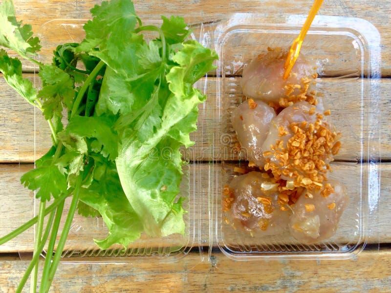 boulettes de riz-peau et boules cuites à la vapeur de tapioca avec du porc image libre de droits