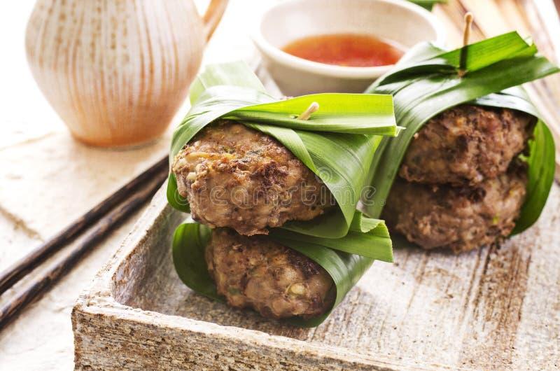 Boulettes de viande avec de la sauce chili photos libres de droits