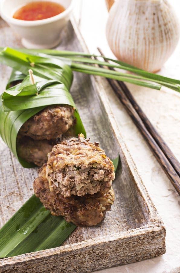 Boulettes de viande avec de la sauce chili image libre de droits