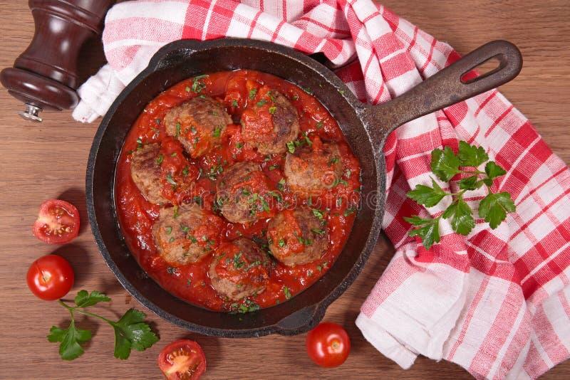 Boulettes de viande avec la sauce tomate photographie stock
