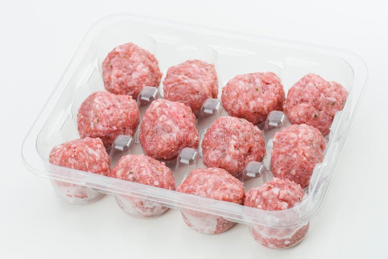 Download Boulettes De Viande Crues Dans La Boursouflure De Supermarché D'isolement Photo stock - Image du porc, meatballs: 76085794
