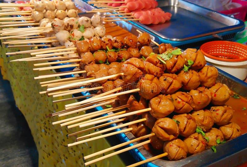 Boulettes de viande grillées de porc et boulettes de viande image stock