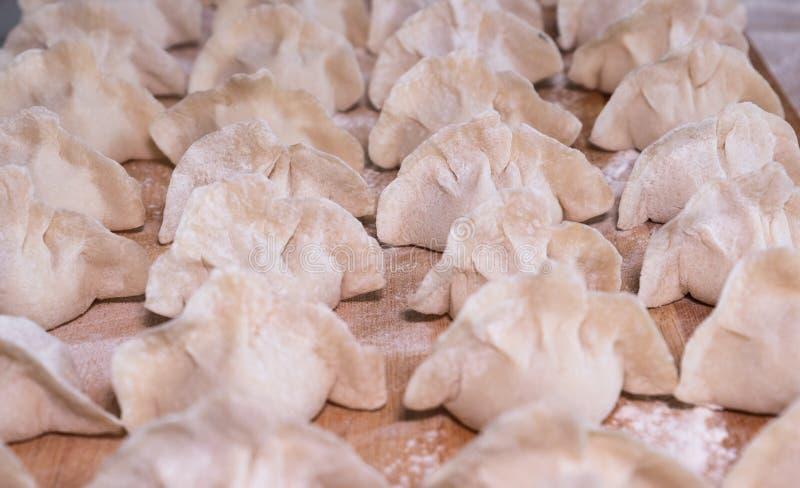boulettes Une des délicatesses les plus traditionnelles en Chine Non cuit images libres de droits