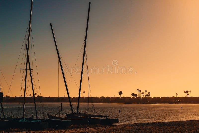 Boulevard de coucher du soleil image libre de droits