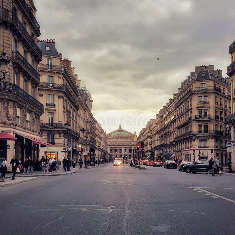 Boulevard haussman, der Opernbezirk von Paris, Frankreich lizenzfreie stockbilder