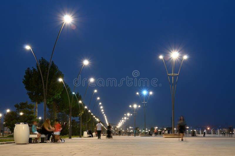 Boulevard på Kaspiska havet i Baku, Azerbajdzjan royaltyfri bild