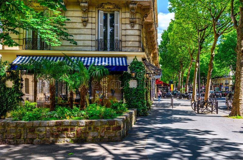 Boulevard St Germain i Paris, Frankrike arkivfoto