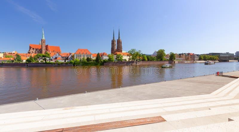 Boulevards de Wroclaw, de rivière et vue de la vieille ville photographie stock