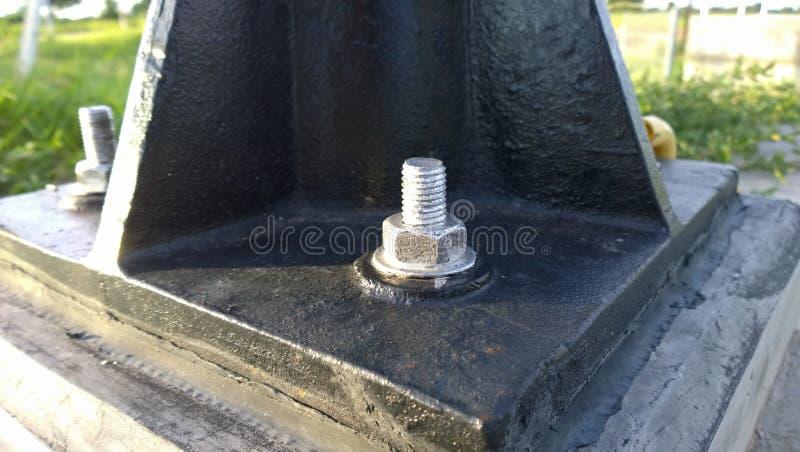 Boulon d'anchrage et boulon de levage utilisé pour fixer la machine au lieu de l'installation de machine photo libre de droits