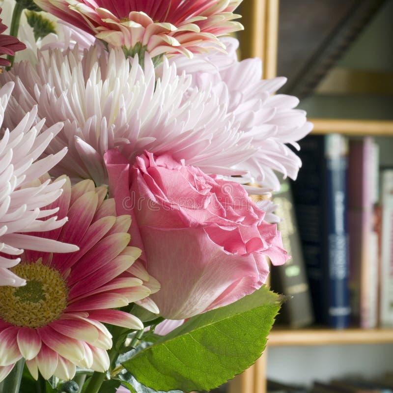 Bouquet avec le grand dos rose images libres de droits