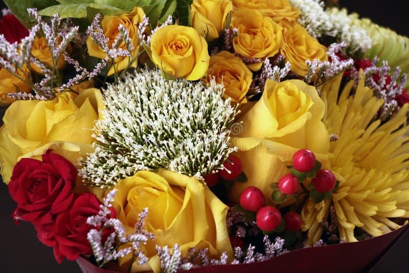 Bouquet avec les roses jaunes images libres de droits
