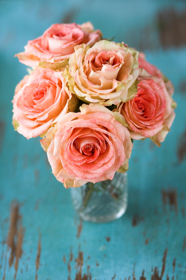 Download Bouquet de fleur de roses image stock. Image du fleuriste - 2130655