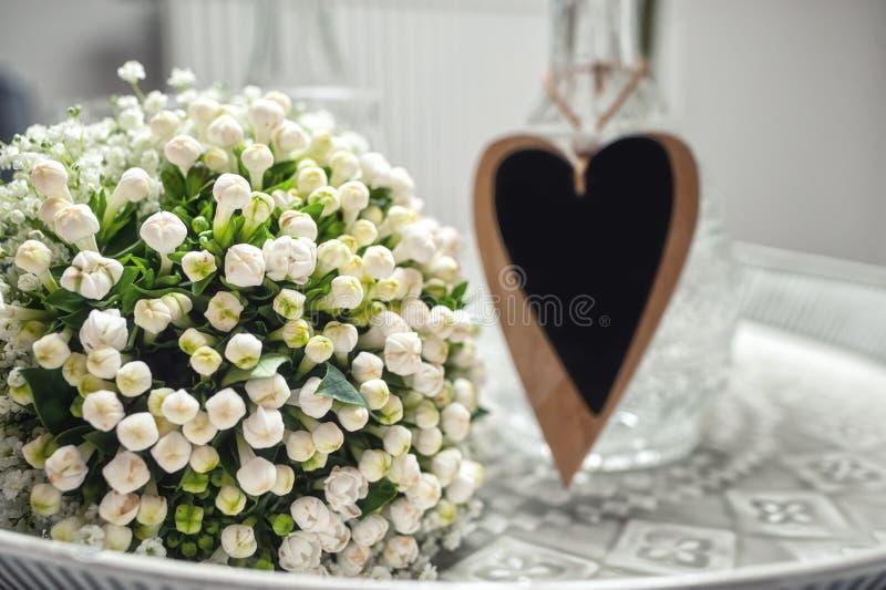 Bouquet de flores brancas foto de stock royalty free