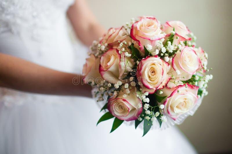 Bouquet de mariage de la mariée photo libre de droits