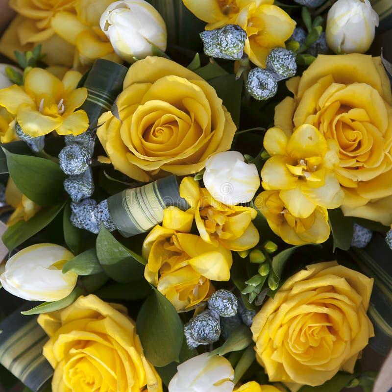 Bouquet de mariage des fleurs jaunes photo stock image for Bouquet de fleurs jaunes