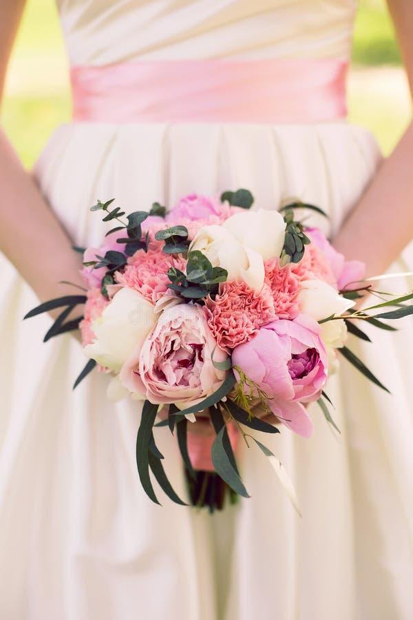 Bouquet de mariage des pivoines photos libres de droits