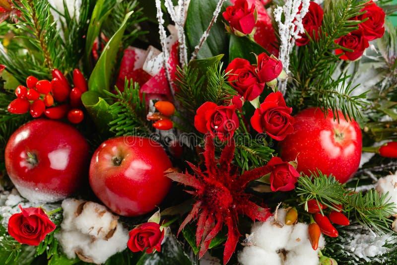 Bouquet de Noël d'hiver de plan rapproché dans des couleurs vertes et rouges photos stock