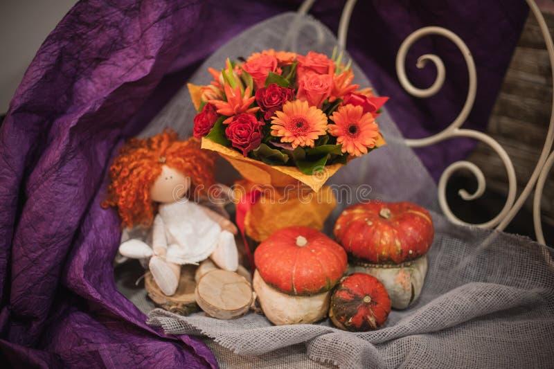 Bouquet de potiron et d'orange d'automne image libre de droits