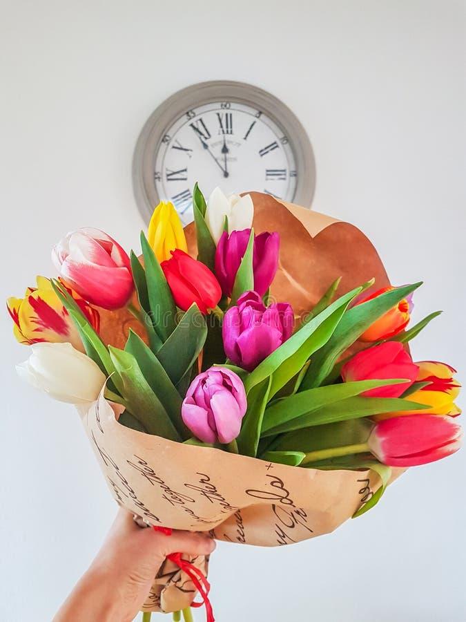 Bouquet des fleurs de tulipes de ressort images stock