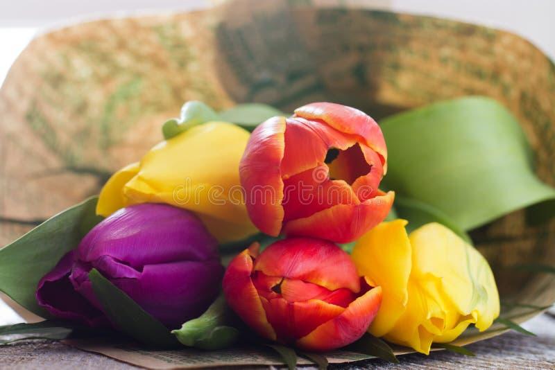 Bouquet des tulipes colorées photographie stock libre de droits