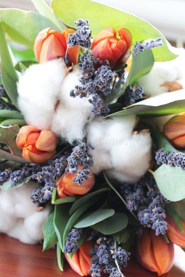 Download Bouquet Des Tulipes, Eucalyptus, Lavande Photo stock - Image du fleur, frais: 77157020