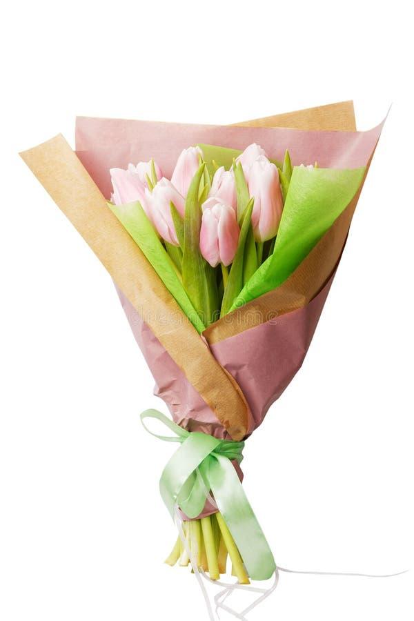 Bouquet des tulipes roses tendres enveloppées en papier images libres de droits
