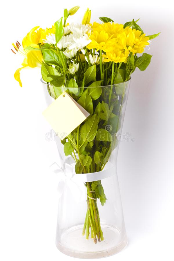 bouquet floral blanc et jaune dans un vase photo stock image du floral lames 17725802