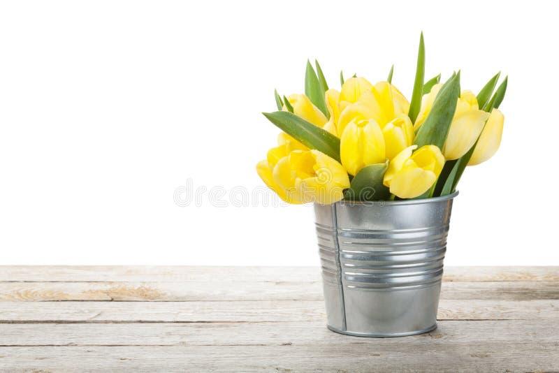 Bouquet jaune frais de tulipes photo libre de droits