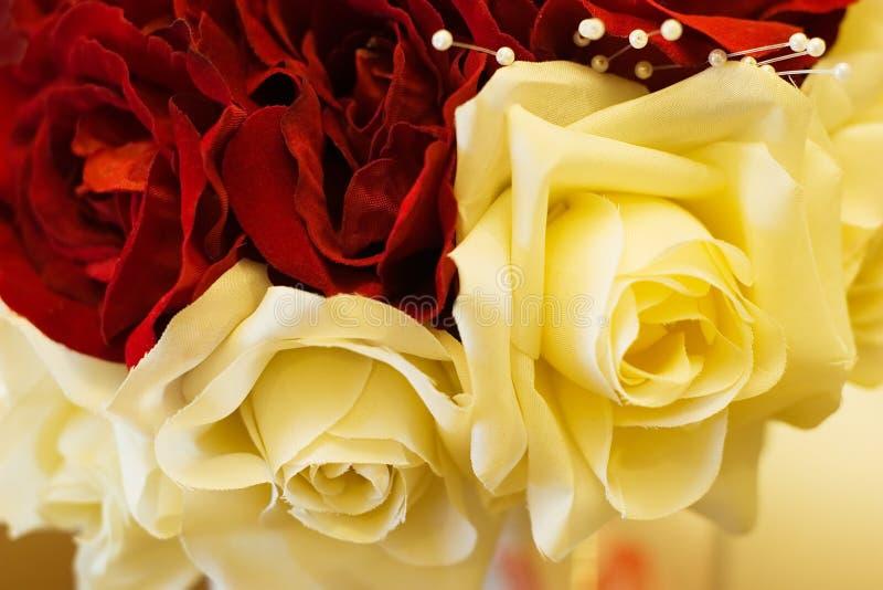 Bouquet nuptiale de fleur en soie de plan rapproché image libre de droits