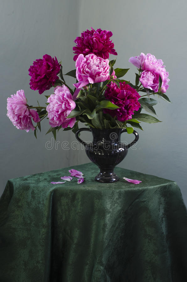 Free Bouquet Of Peonies Royalty Free Stock Photos - 93870438