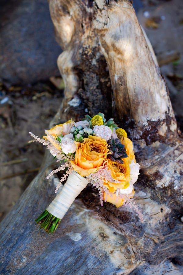 Bouquet orange de mariage photographie stock libre de droits